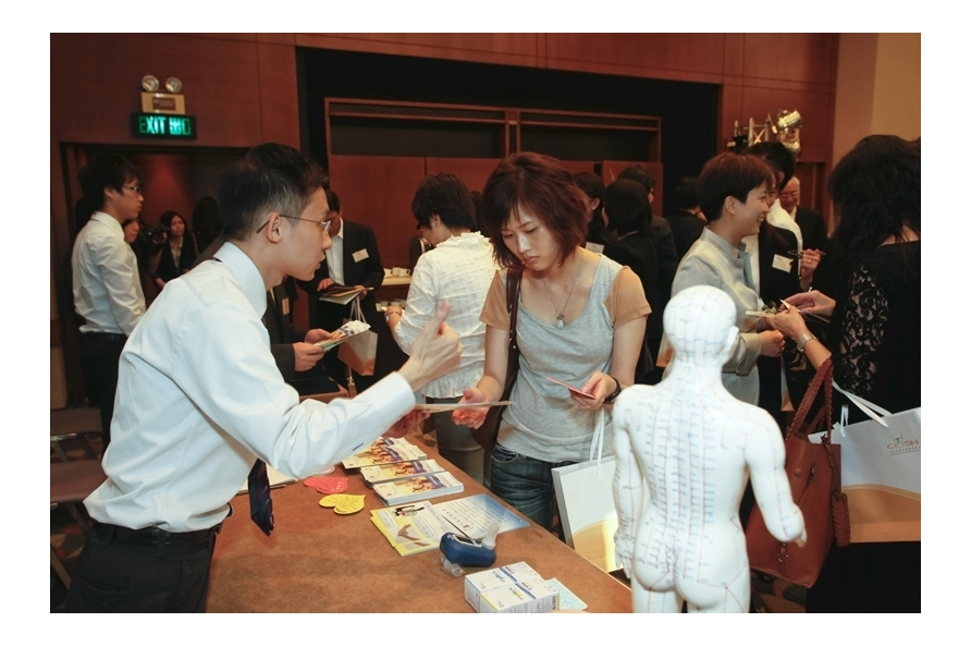 Pok Oi Hospital showed the Chinese medical acupuncture treatment at the information booth