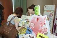 Tung Wah Group of Hospitals introduced their smoking cessation services to participants at the information booth